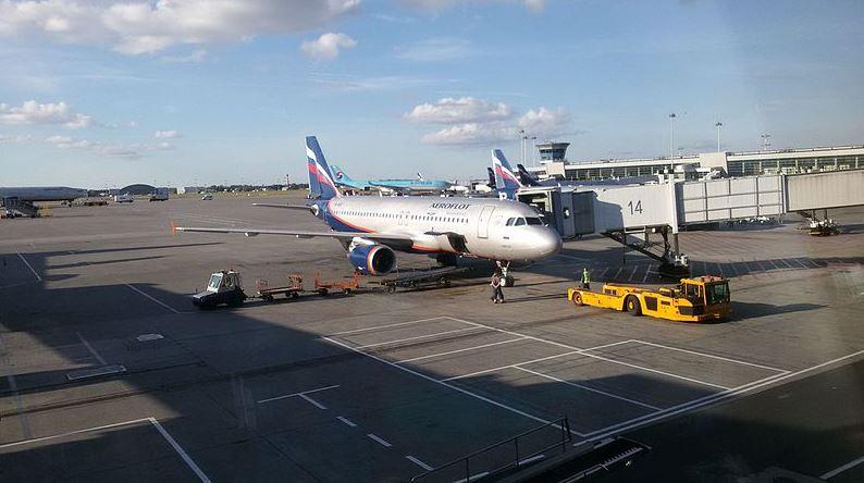 Самолёт компании Аэрофлот в международном аэропорту Шереметьево
